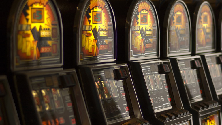 Raha-automaattipeliturnaukset johtavissa online kasinoissa